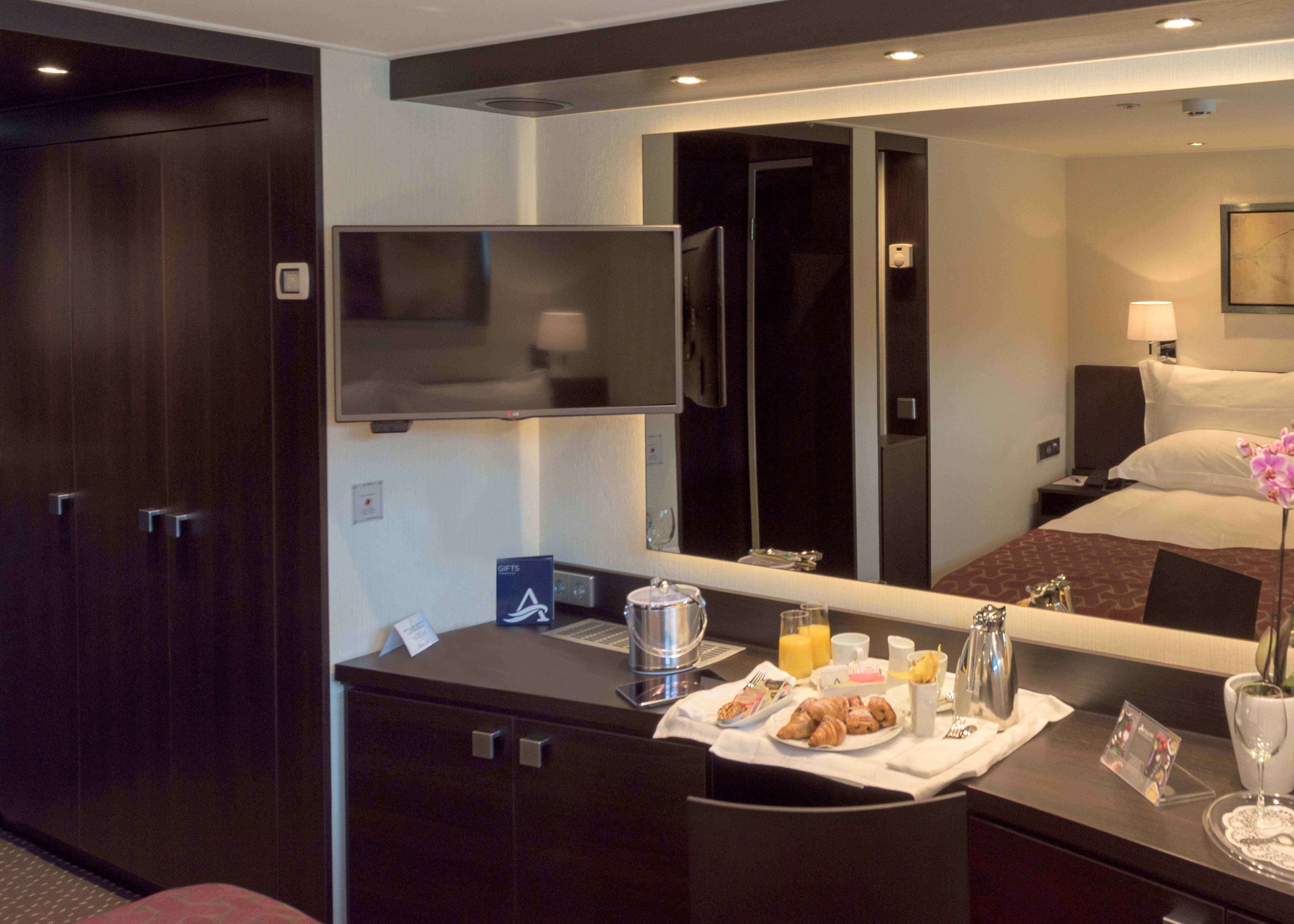 PASSION_deluxe_stateroom-2.jpg
