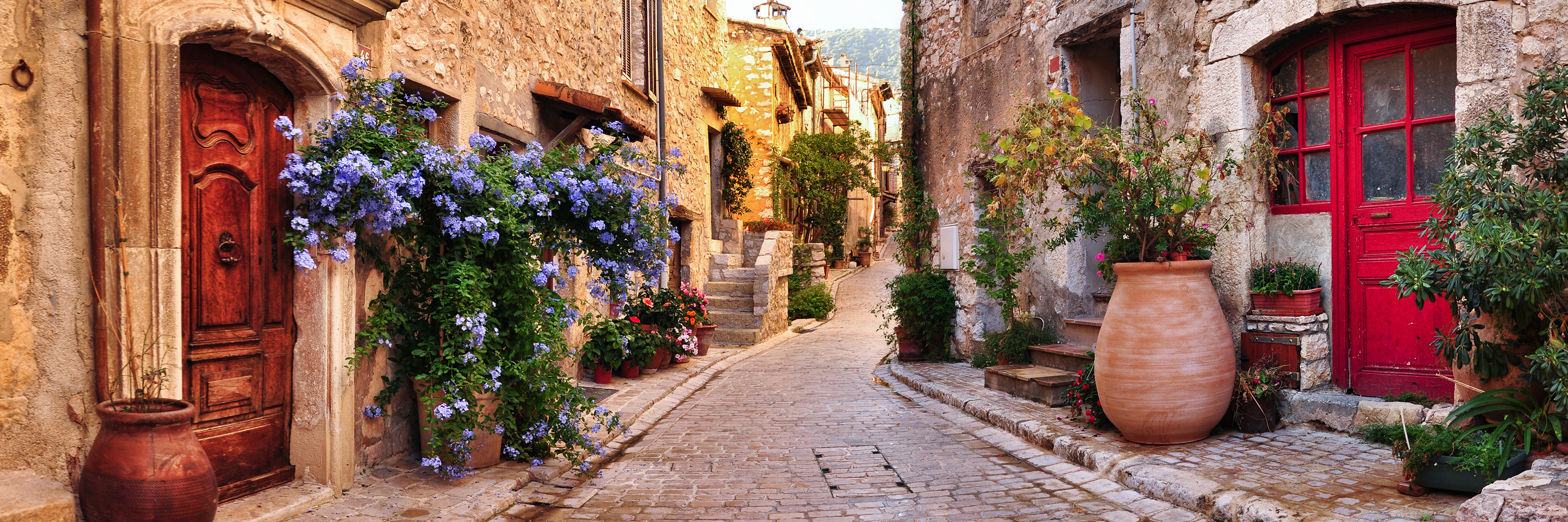 Grand France with 2 Nights in Aix-en-Provence & 2 Nights   in Nice (Southbound)