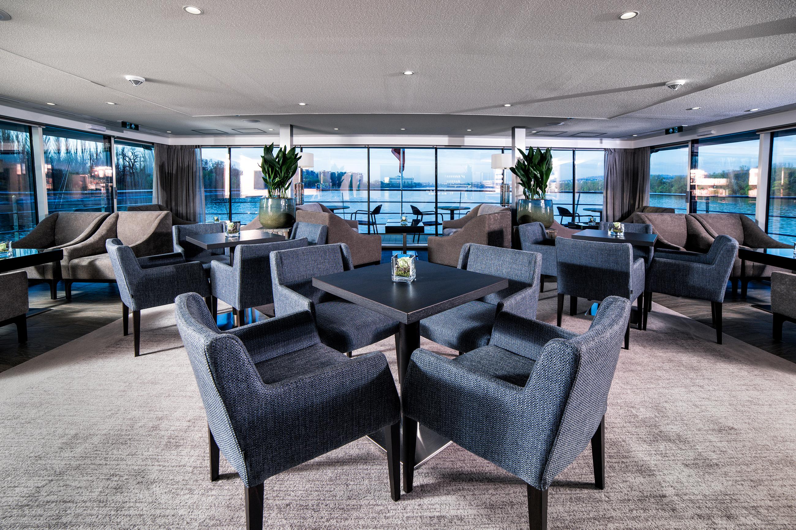 envision-club-lounge.jpg