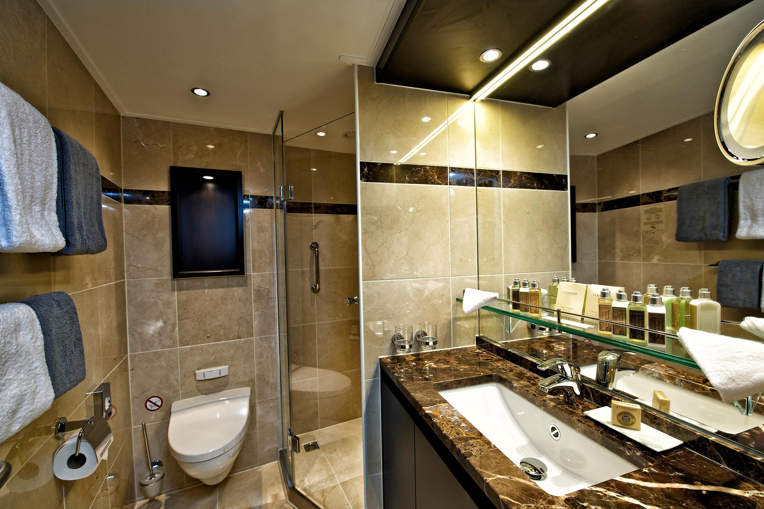 VISTA_panorama-bathroom.jpg