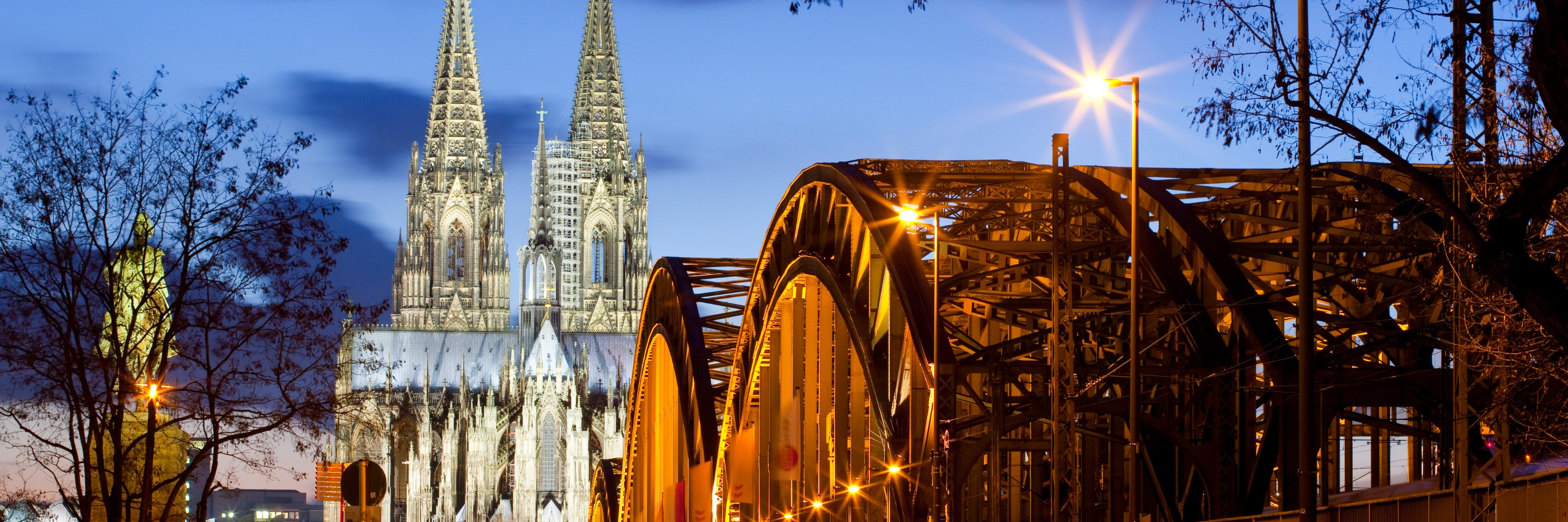 Festive Time on the Romantic Rhine with 3 Nights in Lake Como,   1 Night in Lucerne, Mount Pilatus, 2   Nights in Paris & 2 Nights in London (Northbound)